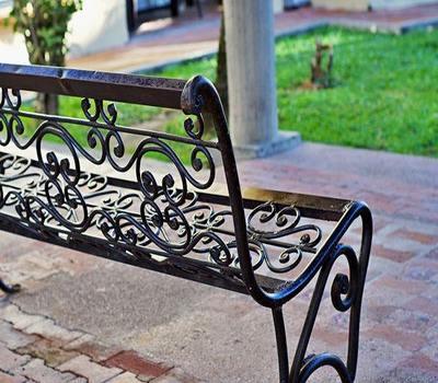 мебели от ковано желязо- най-добрият начин да обзаведете